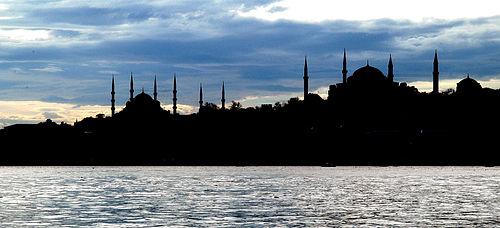 İstanbul silüeti: Ayasofya ve Sultan Ahmet Camii